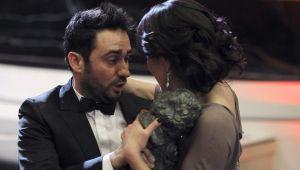 J. Bayona entrega su Goya a María Belón